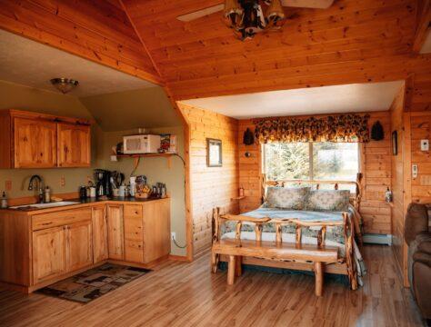 Bear Paw Studio Apartment, Cozy Cove Inn